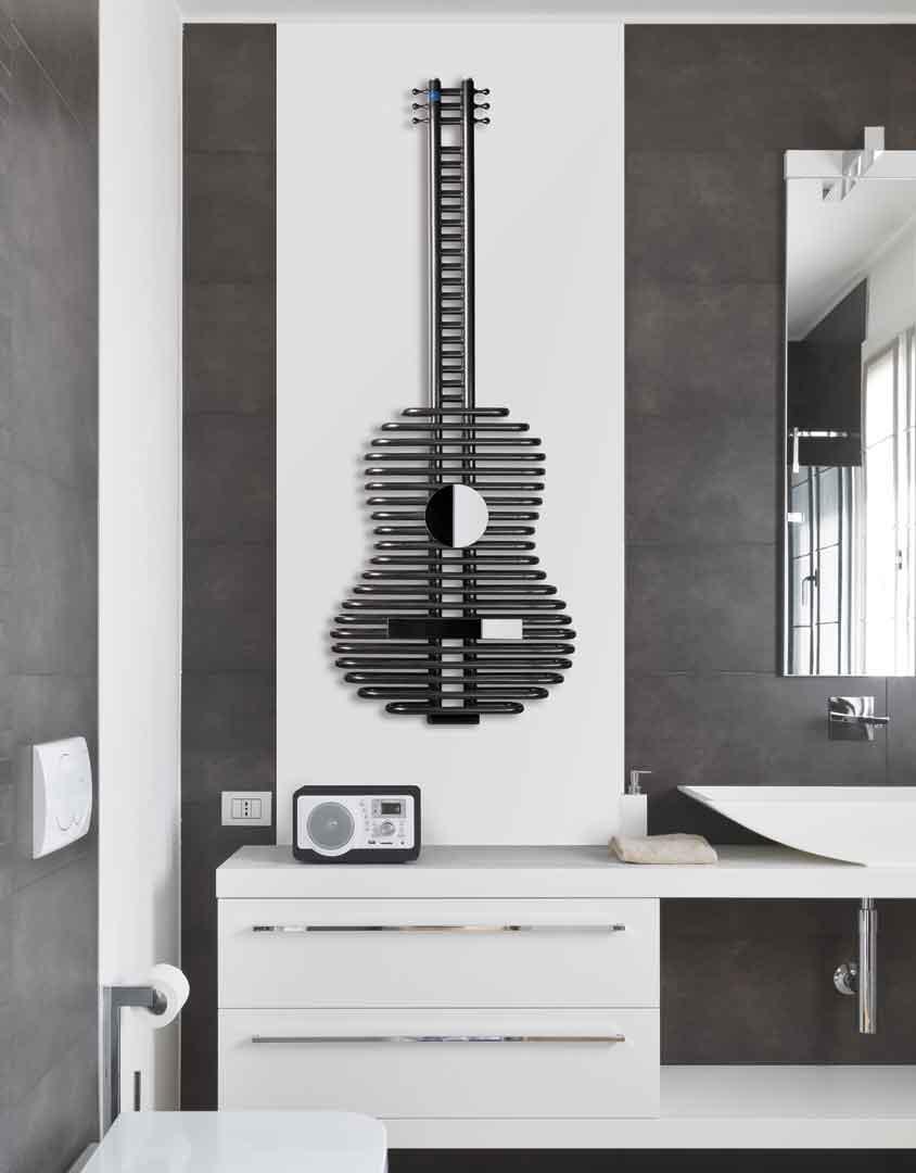 Grzejnik dekoracyjny w kształcie gitary firmy MIKA – PLUS SI-1 fot. www.mikaplus.com.pl