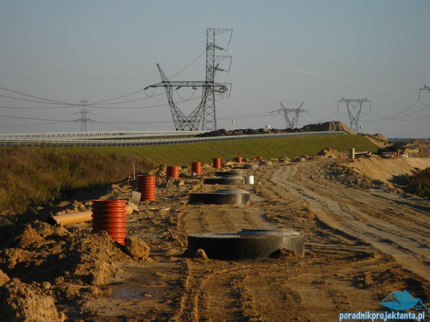 Rozmieszczenie studni kanalizacyjnych przy każdym wpuście deszczowym