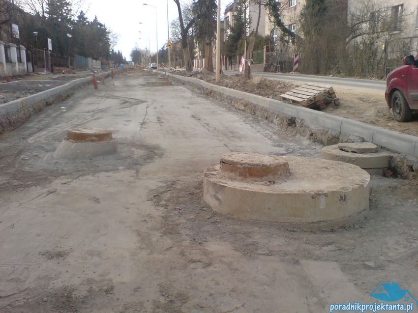 Lokalizacja studzienek kanalizacyjnych w jezdni drogi