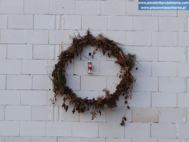 Polskie tradycje budowlane - wieszanie wiechy (wieńca)