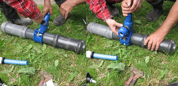 Montaż opaski nawiercającej na rurociągu PVC (fot. S. Wolny)
