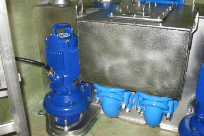 Tłocznia ścieków stanowi kompletny obiekt składający się z zestawu technologicznego zabudowanego wraz z pompami w betonowej komorze suchej i współpracujący z wewnętrznym zbiornikiem retencyjnym.