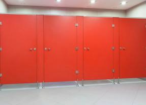 Kabiny sanitarne Murowane czy Systemowe – Porównanie cen?