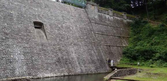Suchy zbiornik przeciwpowodziowy i zapora wodna w Międzygórzu