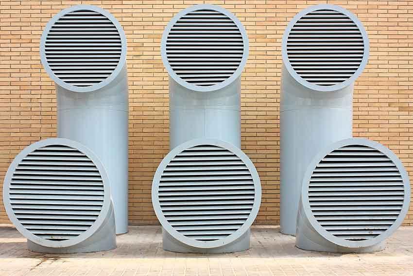 Czerpnia powietrza terenowa parkingu podziemnego fot. Capros, sxc. hu