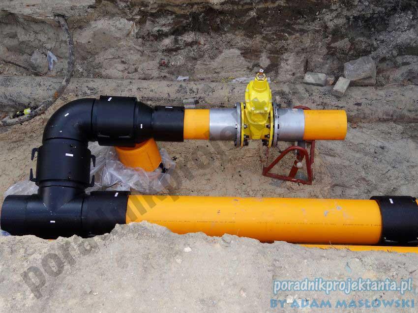 Budowa sieci gazowej - łączenie rur przez zgrzewanie elektrooporowe
