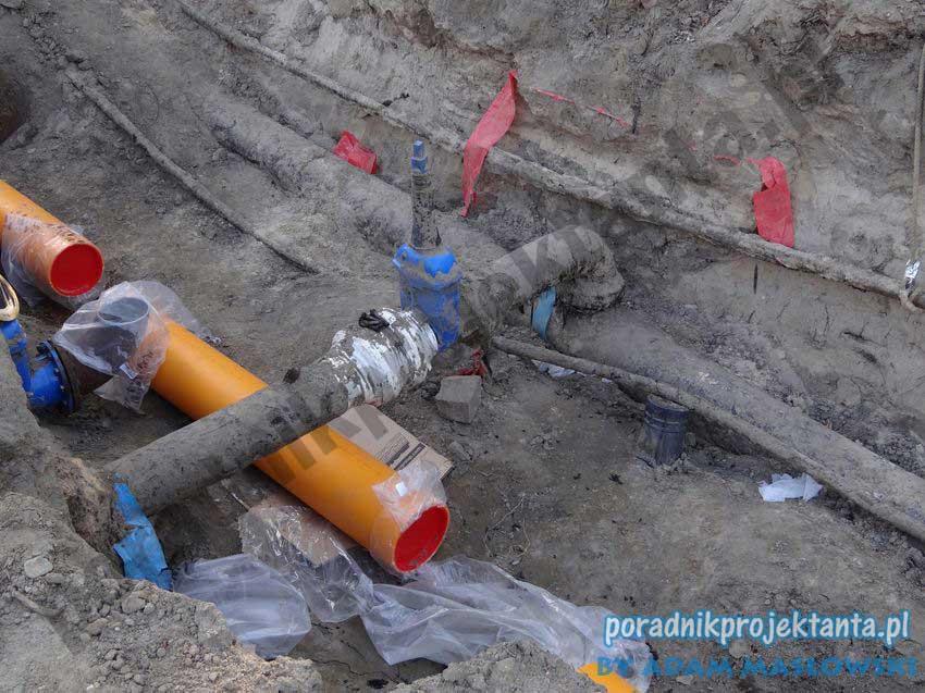 Budowa sieci gazowej - skrzyżowanie z wodociągiem
