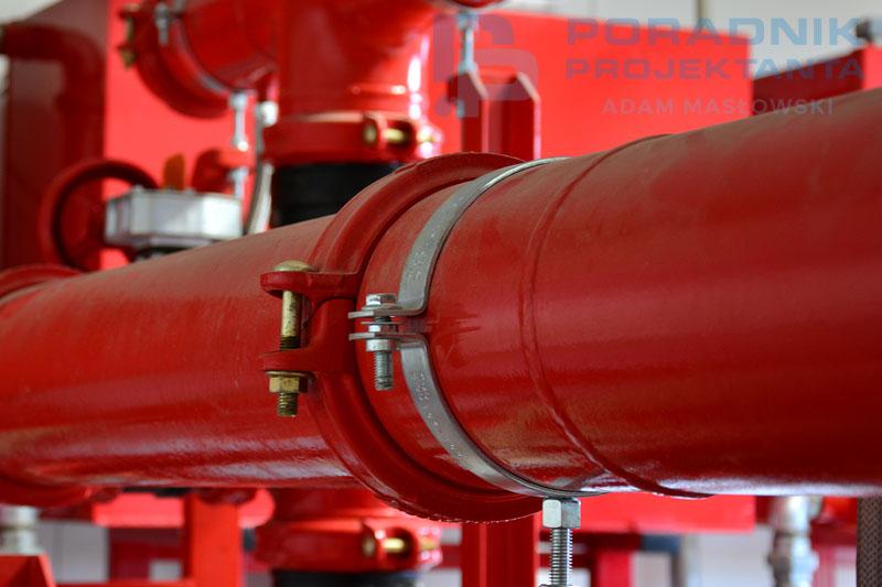 Fot. 1. Połączenie rowkowane rurociągów w pompowni przeciwpożarowej.