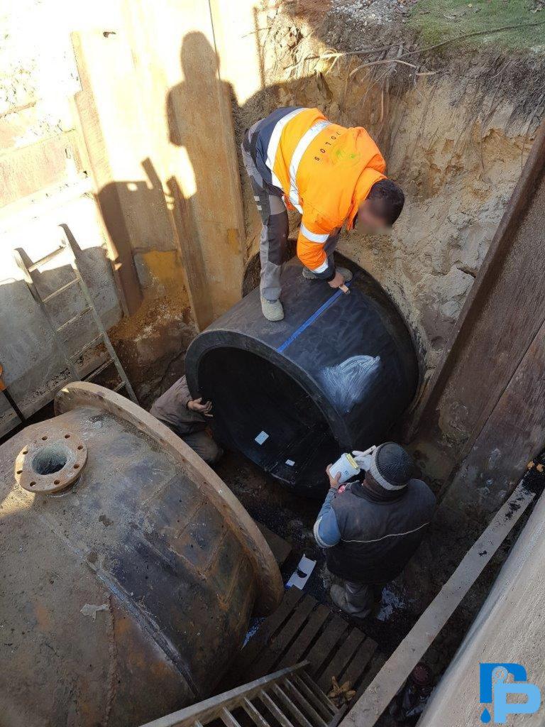 Renowacja stalowej magistrali wodociągowej DN 1600 rurami d1400 PEHD (Uponor Infra). Połączenie rury PEHD d1400 z istniejącą redukcją stalową DN1600/DN1400.